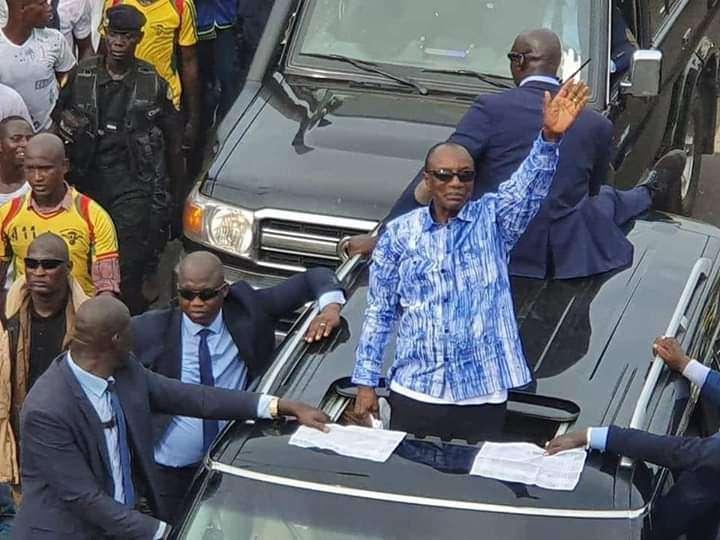 Guinea: una folla oceanica marcia per Condé