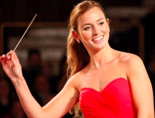 Curriculum Vitae: Beatrice Venezi la direttrice d'orchestra sconosciuta, ma tra le più influenti al mondo