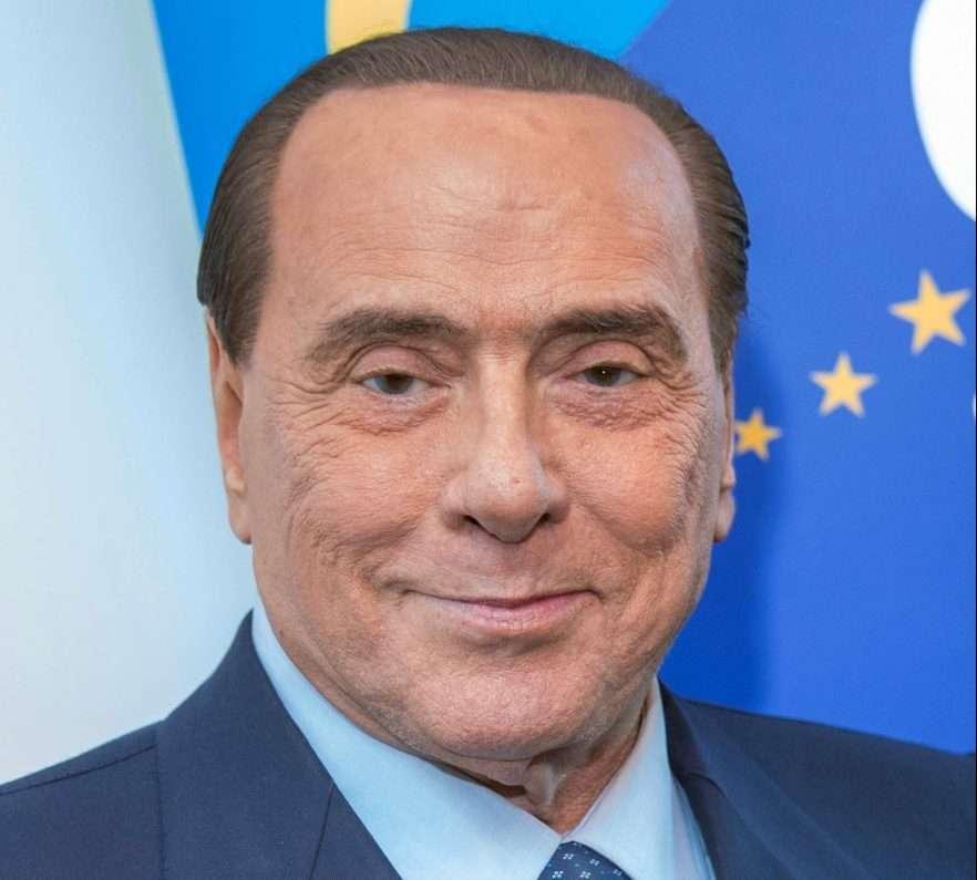 Fakenews: Berlusconi non è morto ma è vivo e lotta insieme a noi. Forza italia invece…